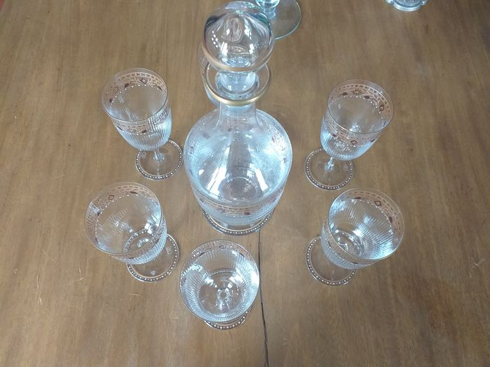 Bottle plus 6 glasses (7) - Stained glass