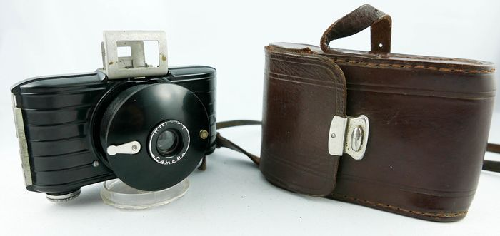 Kodak  Bullet with case-  very nice condition. Fully operational  RARE 1936-1942