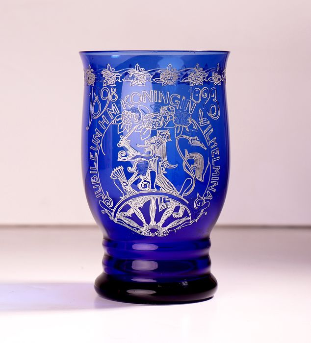 A.D. Copier - Cobalt blue Wilhelmina Jubilee cup '1898 - 1923' KO 0690. - Glass