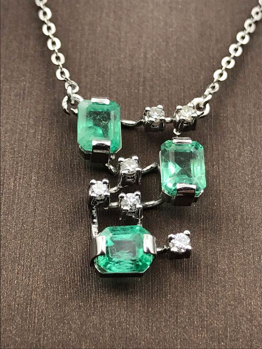 18 kt. White gold - Necklace Emerald - Diamond