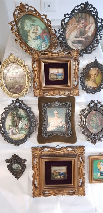 11 small squares of various shapes and sizes - Renaissance and landscape figures - wood - metal alloys - velvet - glass