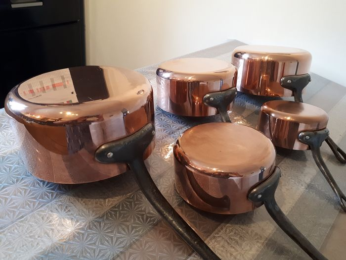 LES CUIVRES DE FAUCOGNEY MADE IN FRANCE - batch of five pans stamped - Copper