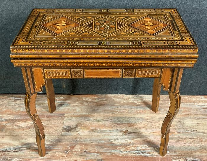 Syrian table game - Marquetry of precious wood and mother-of-pearl inlays - around 1880