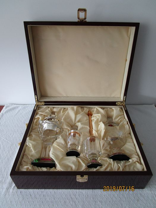Exclusive crystal facet cut perfume set in cassette - crystal wood