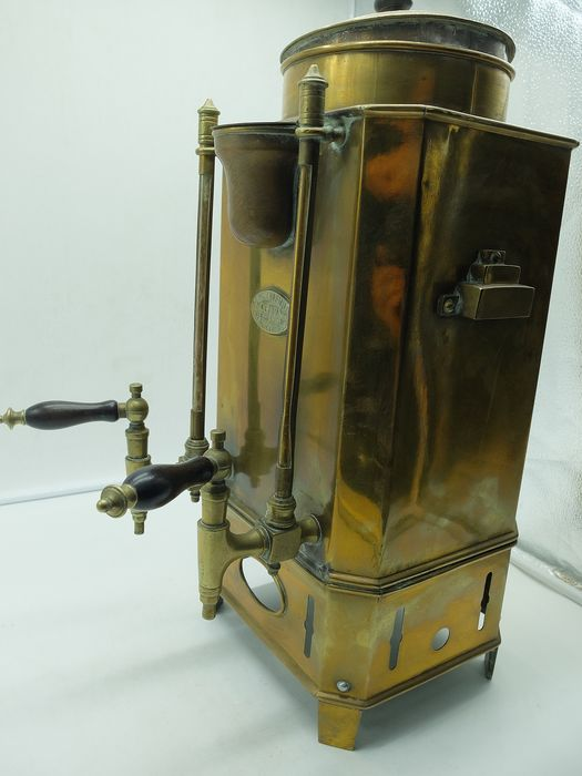 Latoaria Leal - Old Cafe Machine (1) - Brass, Wood
