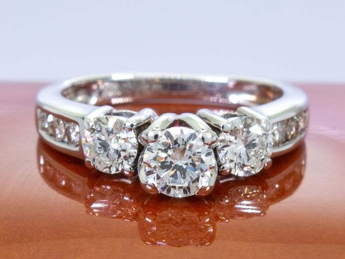 14 kt. Gold - 1.00 Ct - diamond trilogy ring with 0.34 carat center stone.