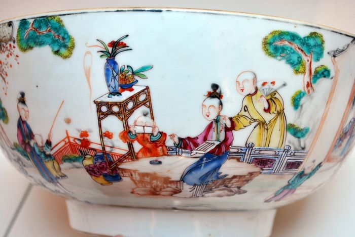A Huge Punchbowl (1) - Famille rose - Porcelain - Very large size! - China - Qianlong (1736-1795)