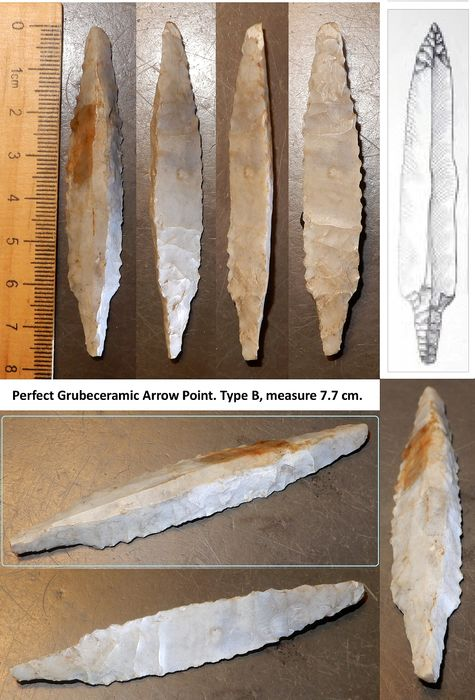 Prehistoric, Neolithic Flint Tresided XL  Grubeceramic arrow point, with retouched shaft. 7.7 cm