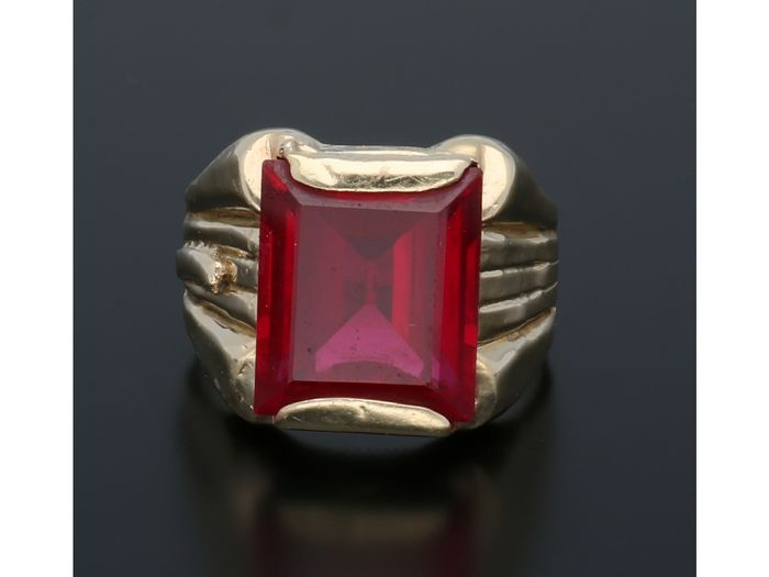14 kt. Gold - Ring Synthetic ruby.