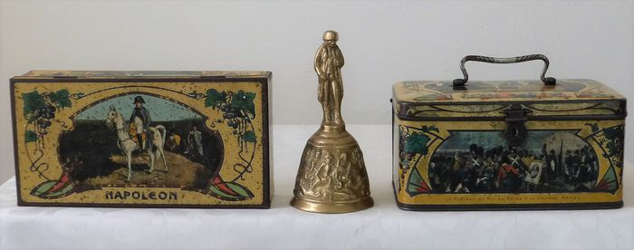 Two lithographed cans and bronze table bell - Napoleon Bonaparte - Tin - Bronze