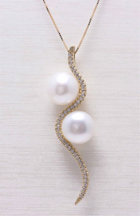 NO RESERVE PRICE - 18 kt. Yellow Gold - 8x9mm Cultured Pearls - Necklace with pendant - 0.21 ct