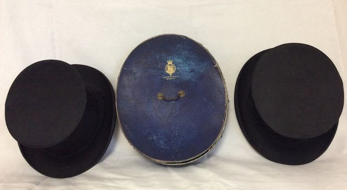 Alfred Noyer - 2 rare pleated hats in old cardboard hat box with label