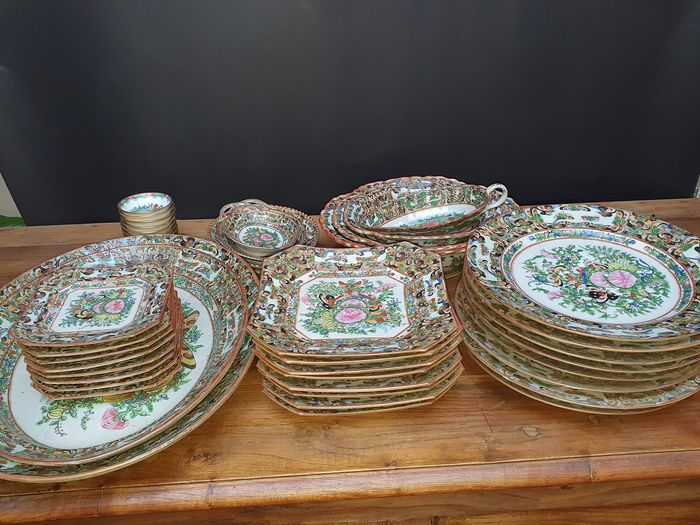 Dishes Service (41) - Porcelain - peony and butterflies - China - mid 20th century