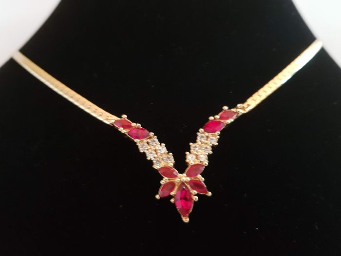 Christian Dior exquisite ruby red crystals flower  shaped stylish Necklace