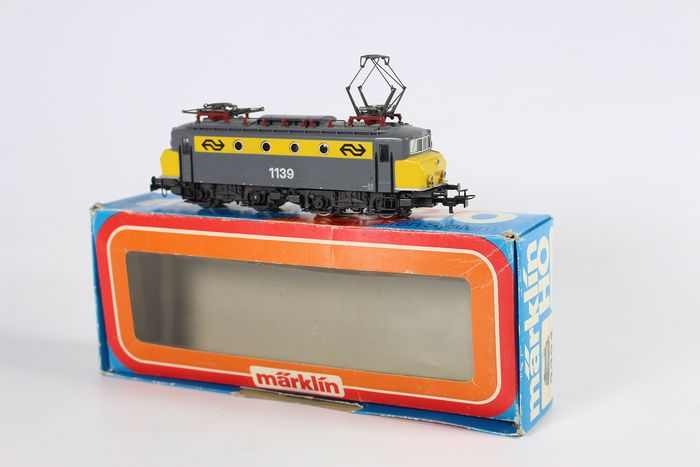 Märklin H0 - 3324 - Electric locomotive - Series 1100, yellow / gray with collision nose, digital - NS