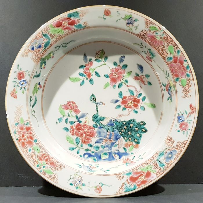 Plate (1) - Famille rose - Porcelain - Bird, Flowers, Peacock - Beautifully decorated Famille Rose plate with gold - China - 18th century