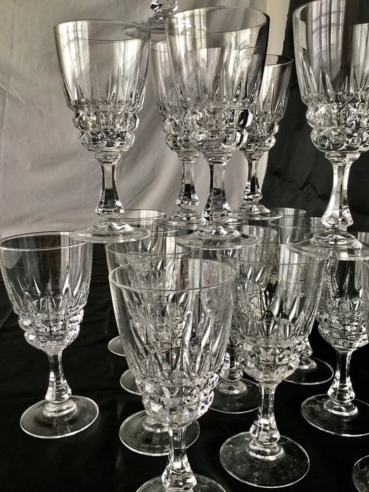"""""""CRISTAL D'ARQUES"""" model """"POMPADOUR""""  - Exclusive large crystal crockery __ 18 faceted clear crystal wine glasses - Top quality!"""