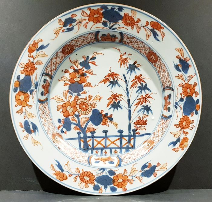 Plate (1) - Imari - Porcelain - Beautiful fully decorated Kangxi Imari plate - China - Kangxi (1662-1722)