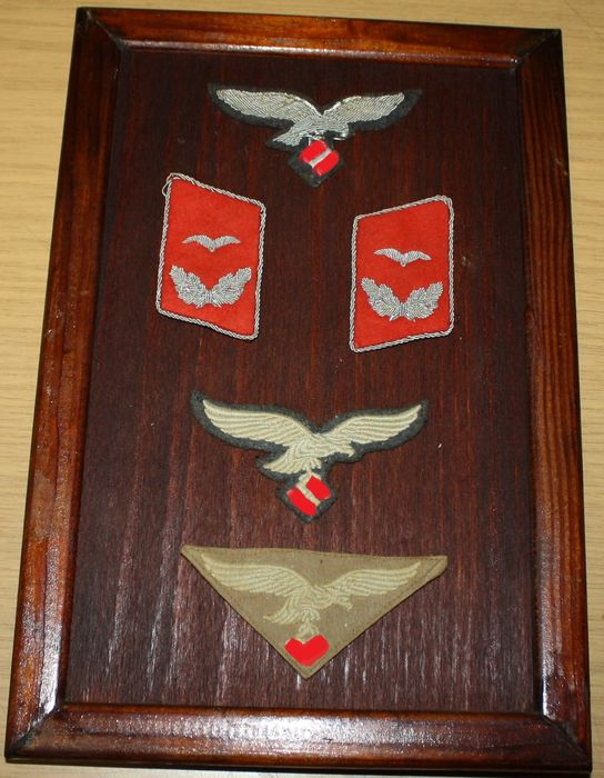 Germany - Air force effects in wooden display frame - 1942