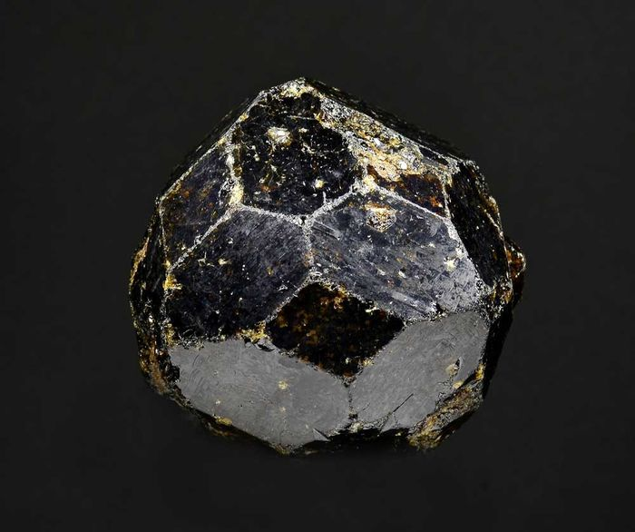 Melanite (variety of andradite) Mineral Collection - 56×55×37 mm - 137 g