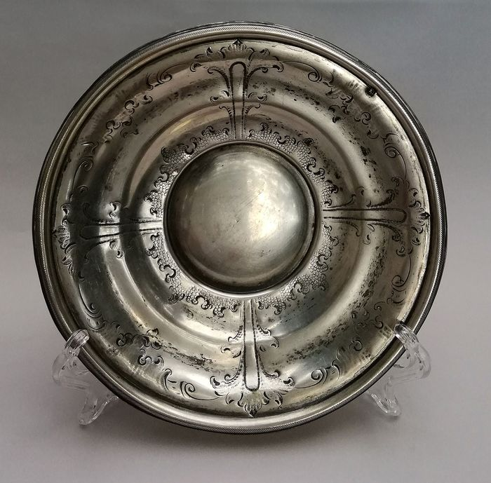 Unique silver paten with renaissance decor - Renaissance Style - Silver - 17th century