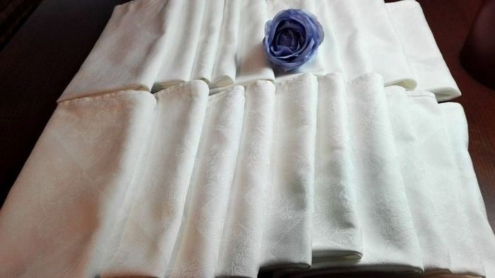 Large handmade banquet napkins in damask linen forming flowers. (20) - High quality damask linen - mid 20th century