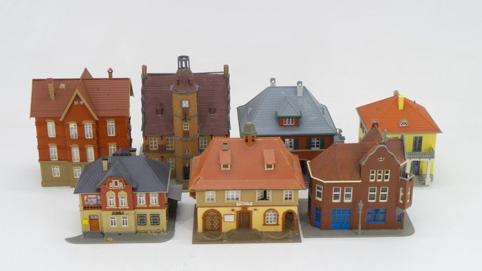 """Faller, Pola, Vollmer H0 - Scenery - Large """"Dorps"""" buildings with, among other things, Town Hall, Post Office"""