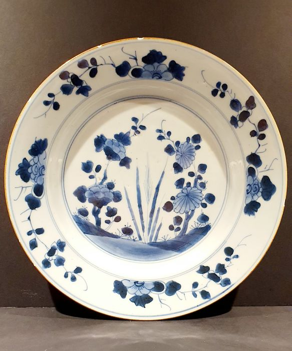 Plate (1) - Blue and white - Porcelain - Flowers - China - Kangxi (1662-1722)