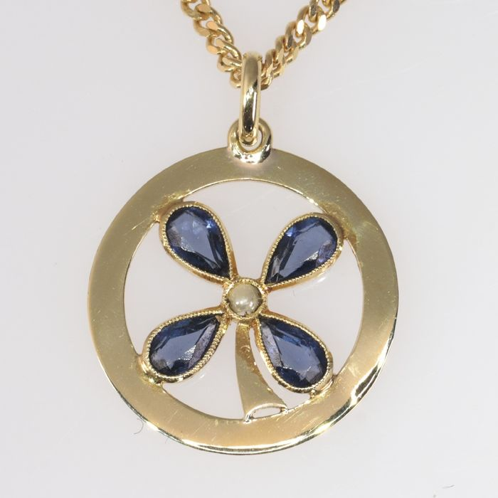 18 kt. Yellow gold - Pendant, Art Deco, lucky clover, Anno 1920 - Sapphire - Pearl, NO RESERVE PRICE