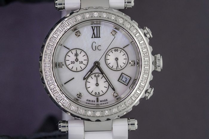 "Guess Collection - 42 Diamonds White Ceramic Mother of Pearl Dial Chronograph GC Precious Collection Swiss Made  - ""NO RESERVE PRICE"" I01500M1 - Damen - BRAND NEW"
