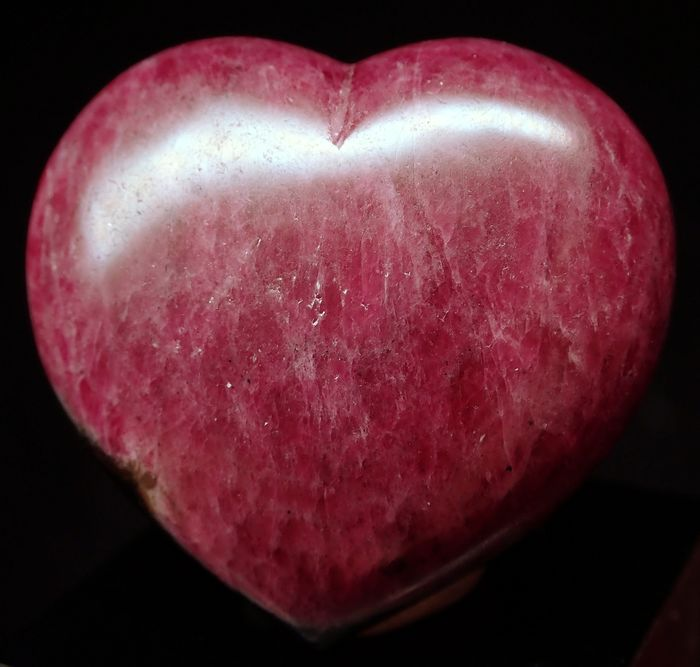 Beautiful Natural Ruby Heart 143ct - 30.64×32.5×15.73 mm - 28.6 g
