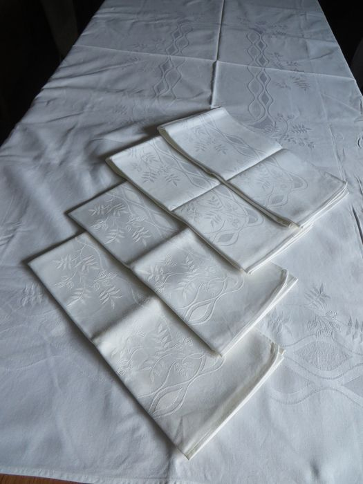Tablecloth with napkins (5) - Romantic - otherwise Damask - Late 20th century