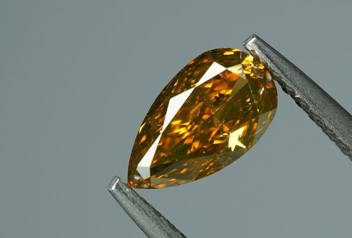 1 pcs Diamant - 0.75 ct - POIRE BRILLANTE - fancy intens brownish orange - Si1- No Reserve