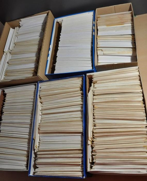 World - Bulk batch in approx. 1,800 envelopes with 50,000 to 60,000 stamps