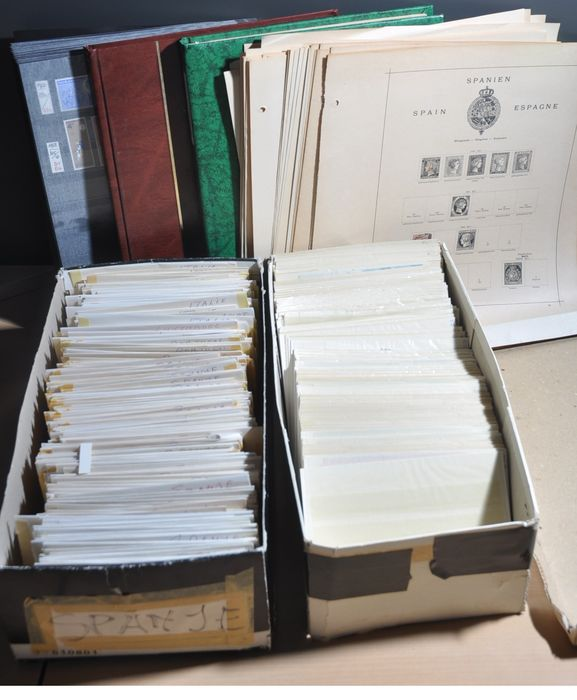 Spain - Batch with old album pages, stock books, MNH on cards and bulk in envelopes