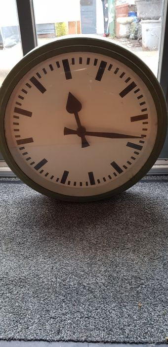 Industrial big clock green - onbekend  - Iron (cast/wrought) - mid 20th century