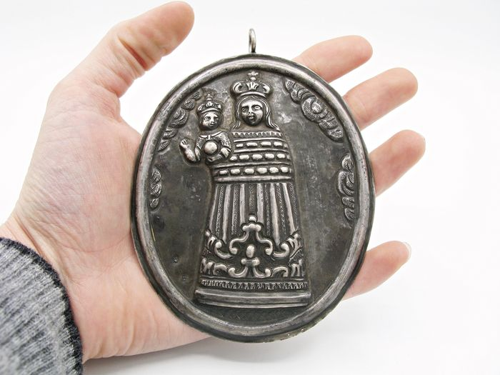 Large holy embossed pendant showing Virgin Mary with child - SOLID SILVER with stamps - XIX century