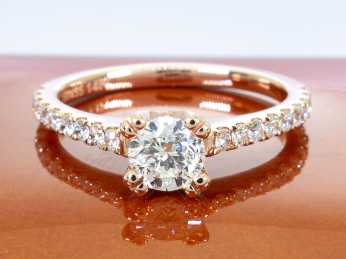 14 kt. Rose Gold - 0.74 Ct - diamond ring with 0.47 carat center.