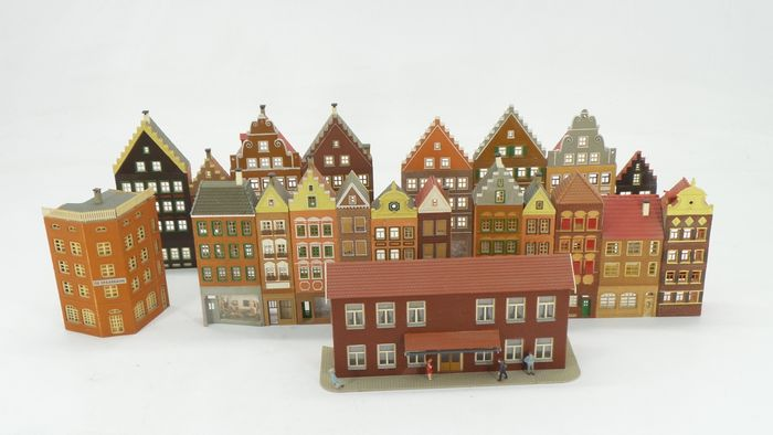 Faller, Vollmer H0 - Scenery - Half-relief buildings for Stad, including half-timbered houses and town houses
