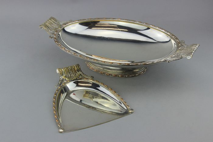 NO RESERVE, Vintage dish and crumb scoop  - Silverplate