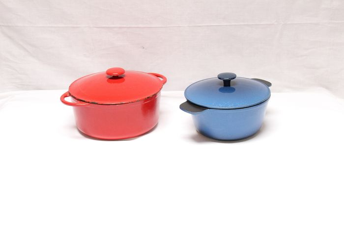 Lot of two circular frying pan in red and blue color - Iron (cast/wrought)