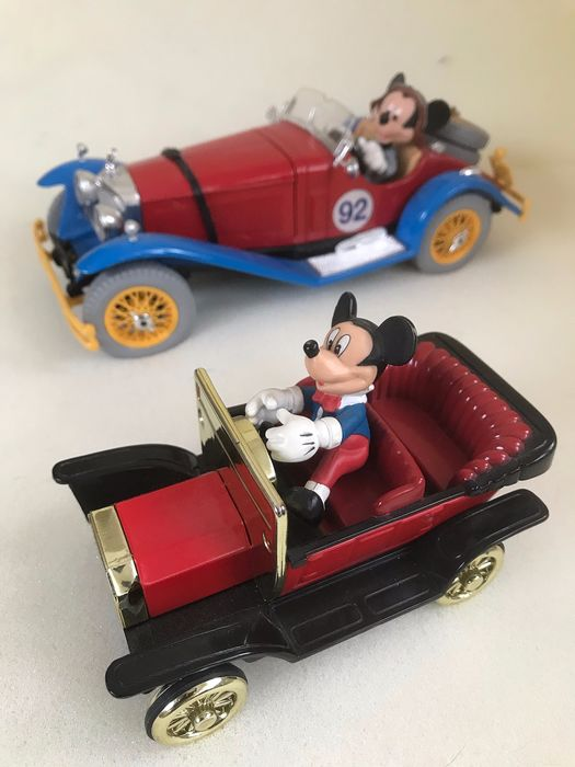 Disney - Mickey Mouse - in oldtimer + Mercedes Benz SSK