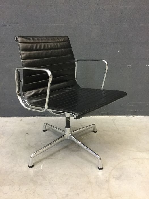 Charles Eames, Ray Eames - Vitra - Chair - EA108 volleder