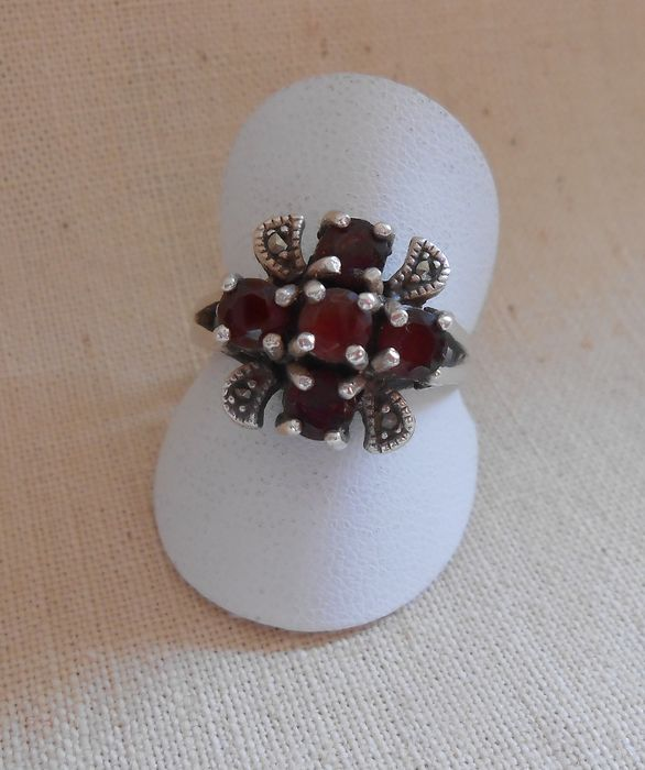 925 Silver - Silver ring with bohemian garnet and marcasite