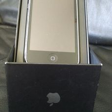 Apple - iphone 3G Black - 8GB - In original box with aditional backcover