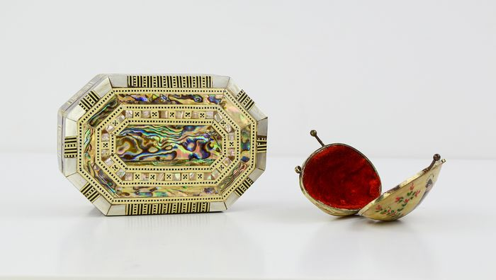 Shell and Jewelery Box (2) - Brass, Mother of pearl, Velvet, Wood