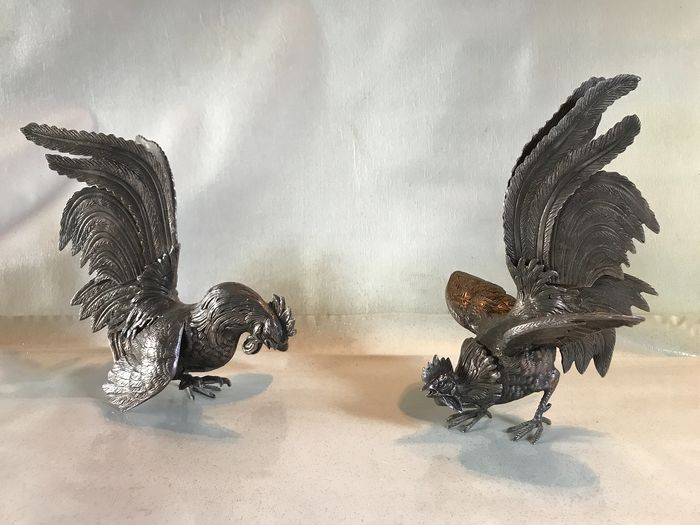 Pair of fighting cocks - Bronze (gilt/silvered/patinated/cold painted)