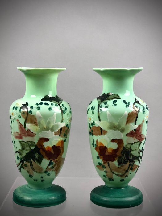 Pair of two french tall Napoleon III opaline glass vase with hand-painted florals - Realist - Hand painted glass