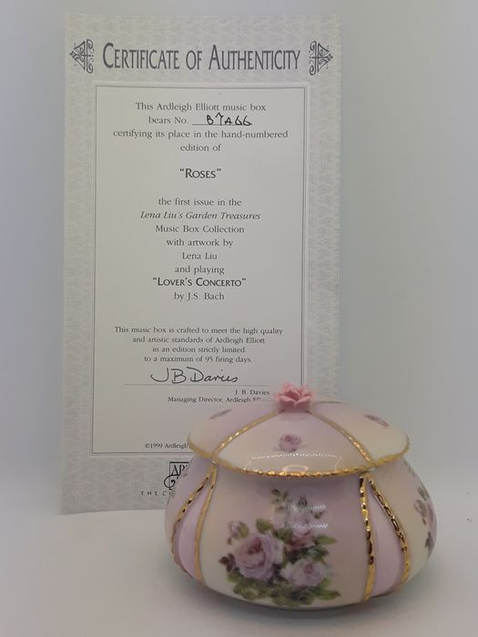 Lena Liu - Ardleigh Elliott - Music box, ''Roses'' with Certificate of Authenticity and original box - Porcelain, Heirloom