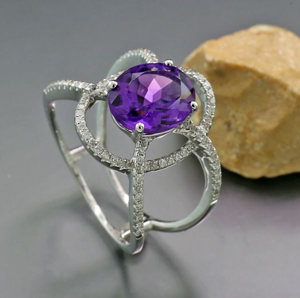 18 kt. White gold - Ring - 2.74 ct Designer ring with amethyst and diamonds --- No reserve price
